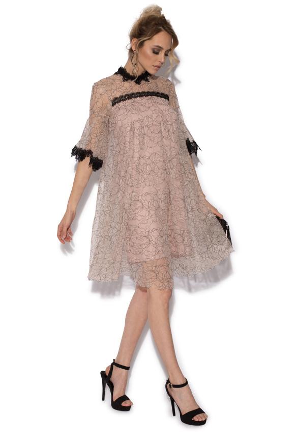 Wzorzysta koronkowa sukienka