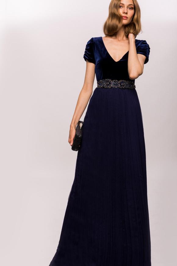 Aksamitna sukienka z detalami w talii