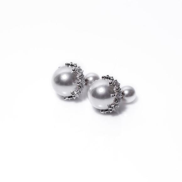 Kolczyki z perłowymi detalami