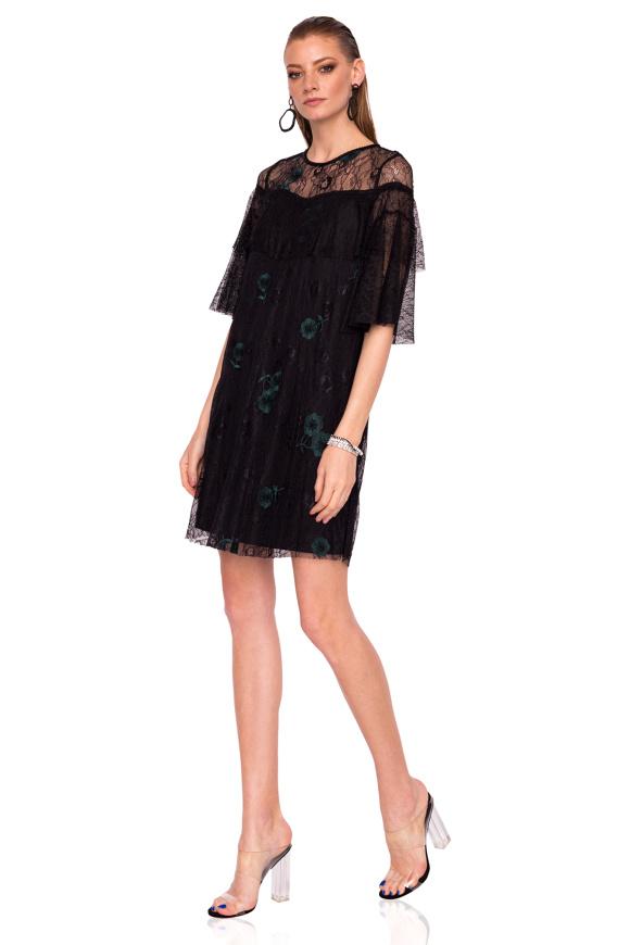 Koronkowa sukienka z kwiatowym haftem