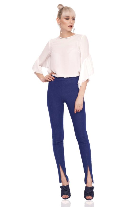 Spodnie jeansowe z detalami przy kostce
