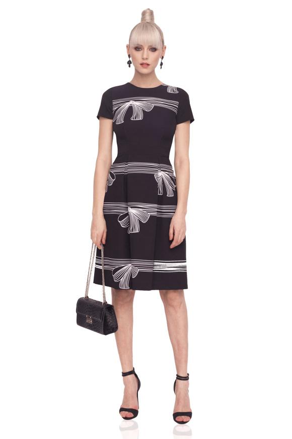 Rozkloszowana sukienka z nadrukiem