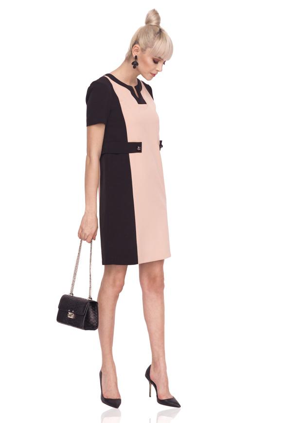 Sukienka dzienna w kontrastujących kolorach