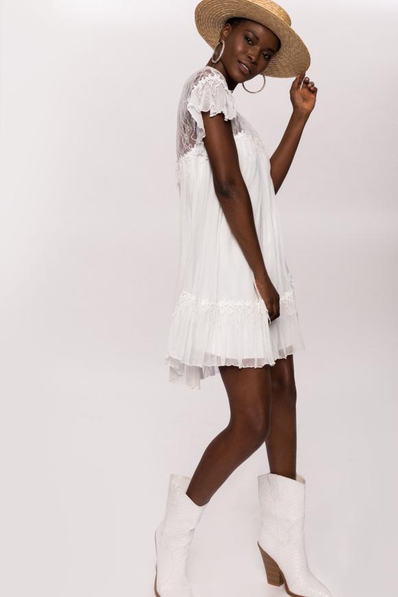 Jedwabna sukienka mini z koronkowymi detalami