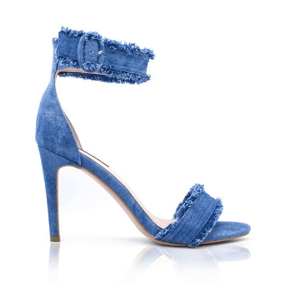 Jeansowe sandały na obcasie