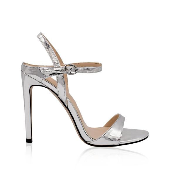 Metaliczne sandały na wysokim obcasie