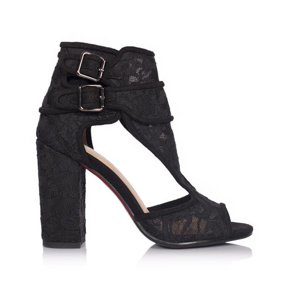Czarne koronkowe sandały