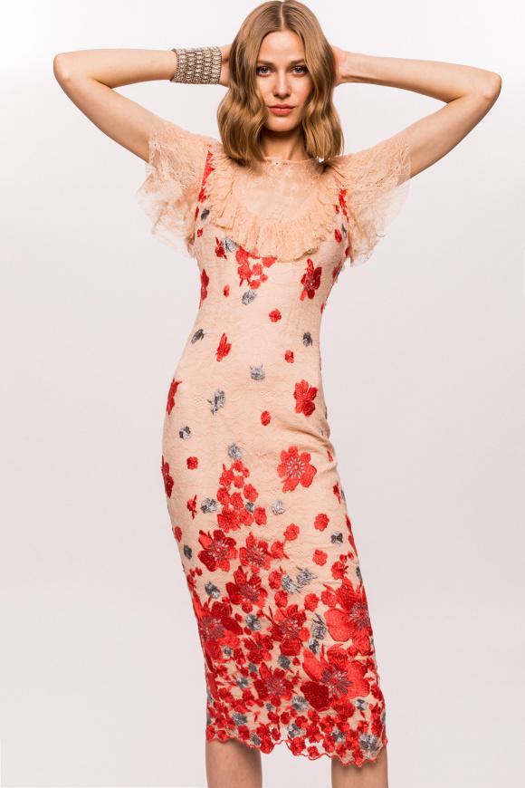 Koronkowa sukienka midi z kwiatowymi detalami