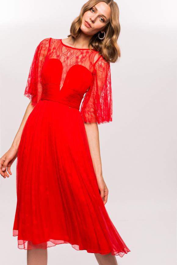 Jedwabna sukienka midi z koronkowymi detalami