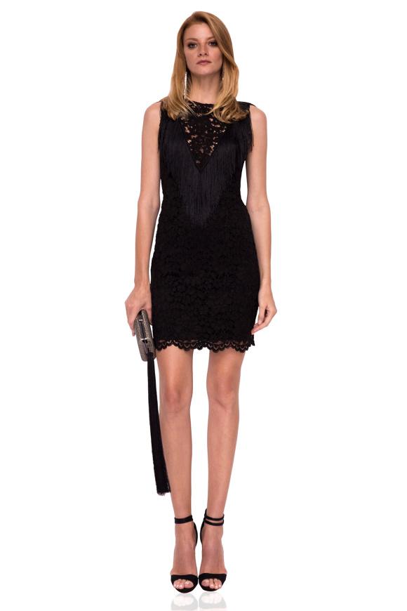 Koronkowa mini sukienka z frędzlami i dekoltem w szpic