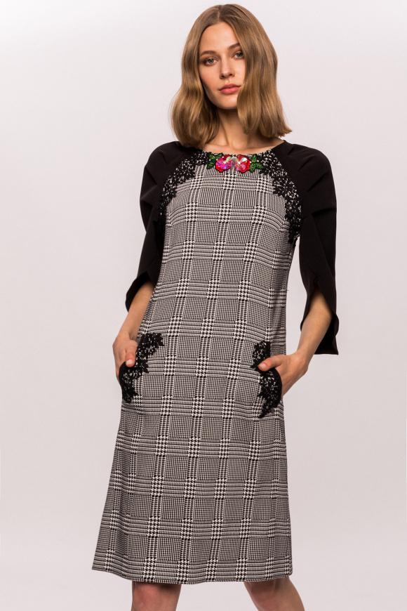 Sukienka w kratkę z kieszeniami