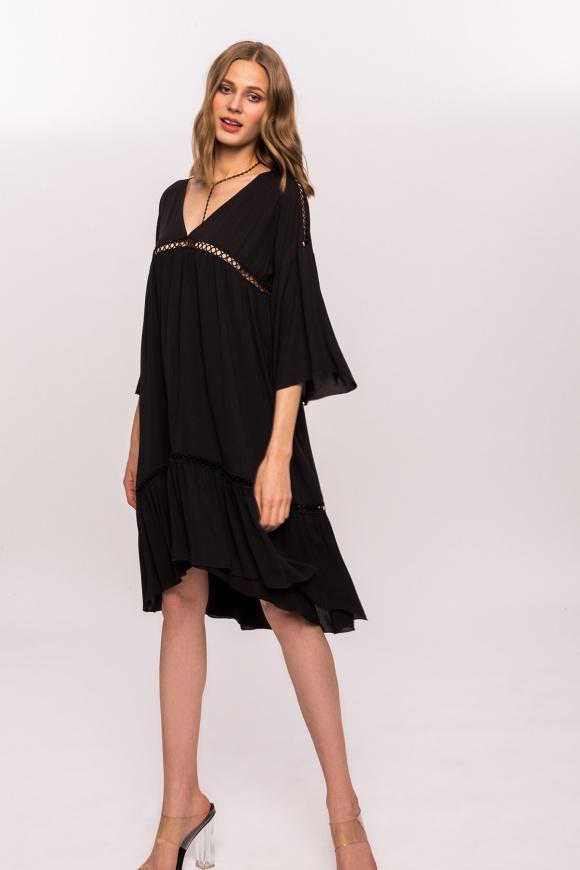 Casualowa sukienka z dekoltem w szpic