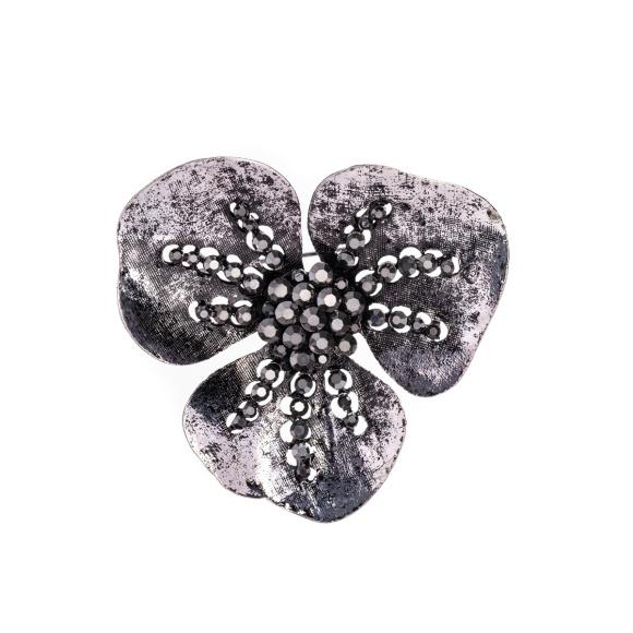 Broszka w kształcie kwiatu z błyszczącymi kamieniami