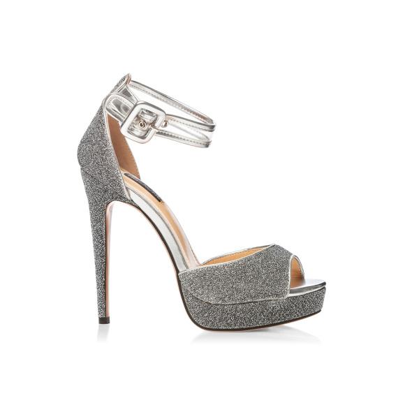 Eleganckie sandały z błyszczącą tkaniną