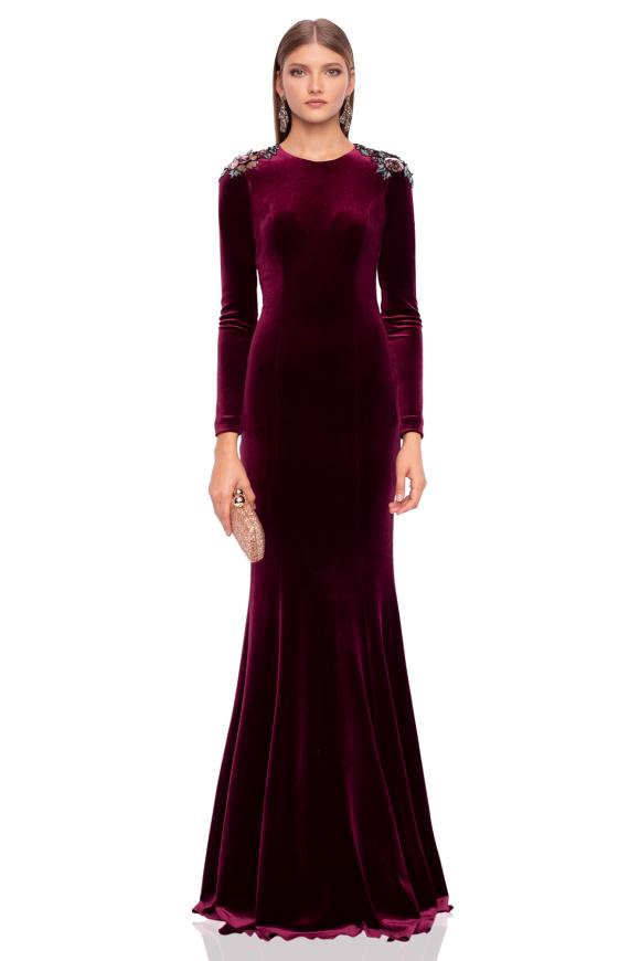 Maxi aksamitna sukienka z detalem na ramionach