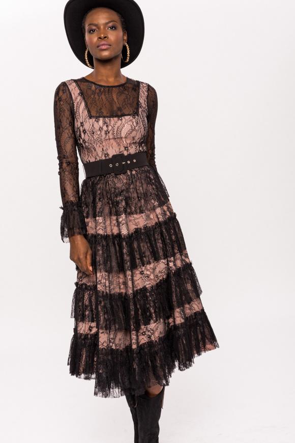 Sukienka z falbanami i koronkowymi wstawkami