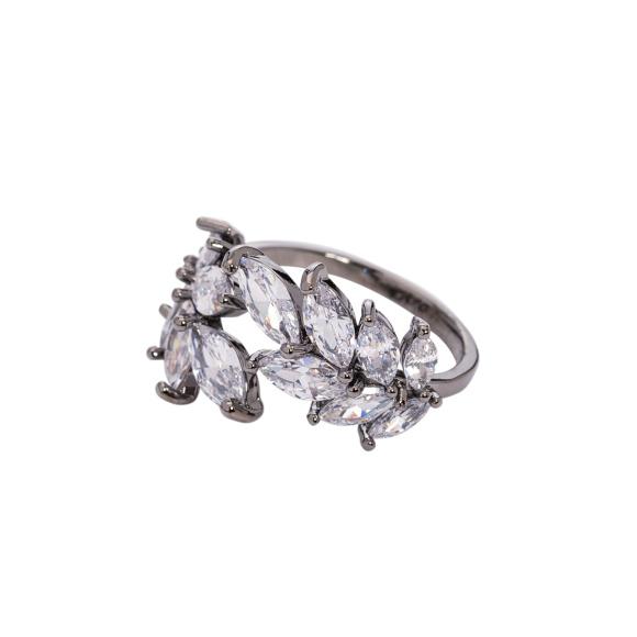 Srebrny pierścionek ze szklanymi kamieniami