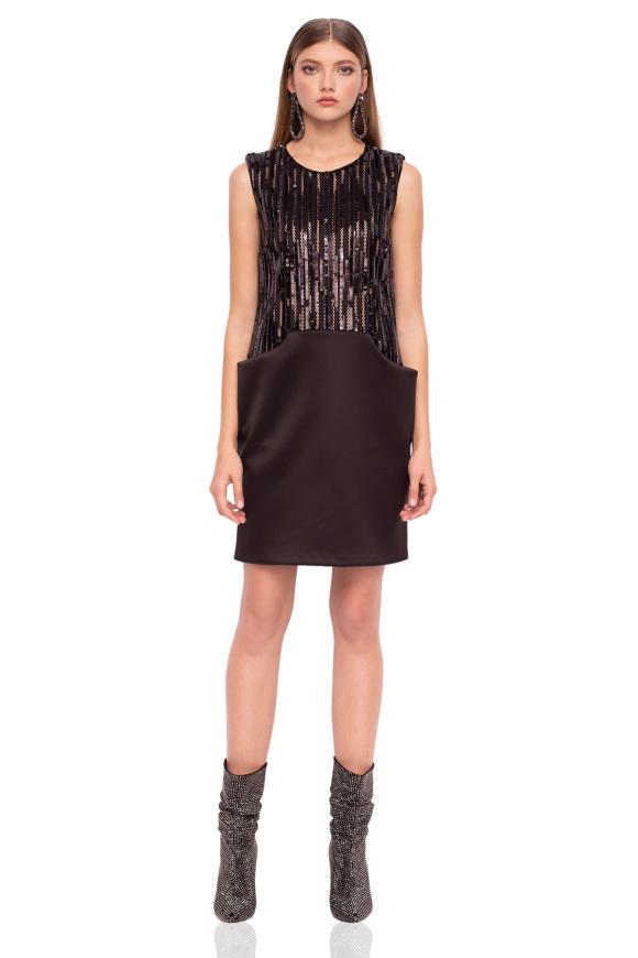 Elegancka cekinowa sukienka z kieszeniami