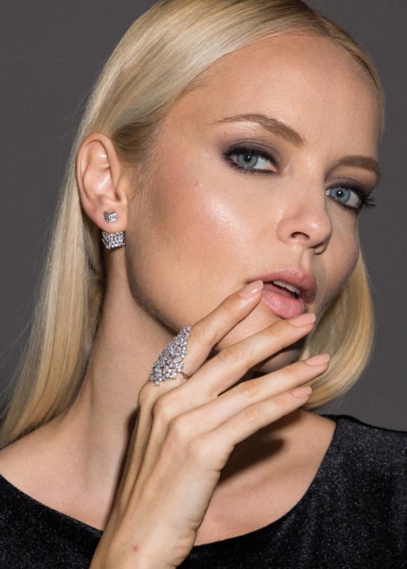 Srebrny pierścionek z kamieniami