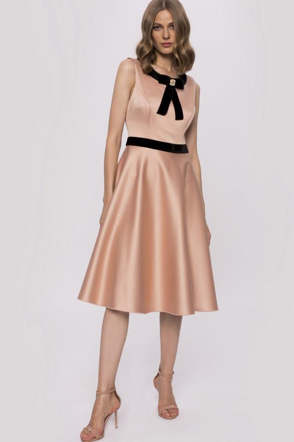 Sukienka midi z kokardą przy dekolcie