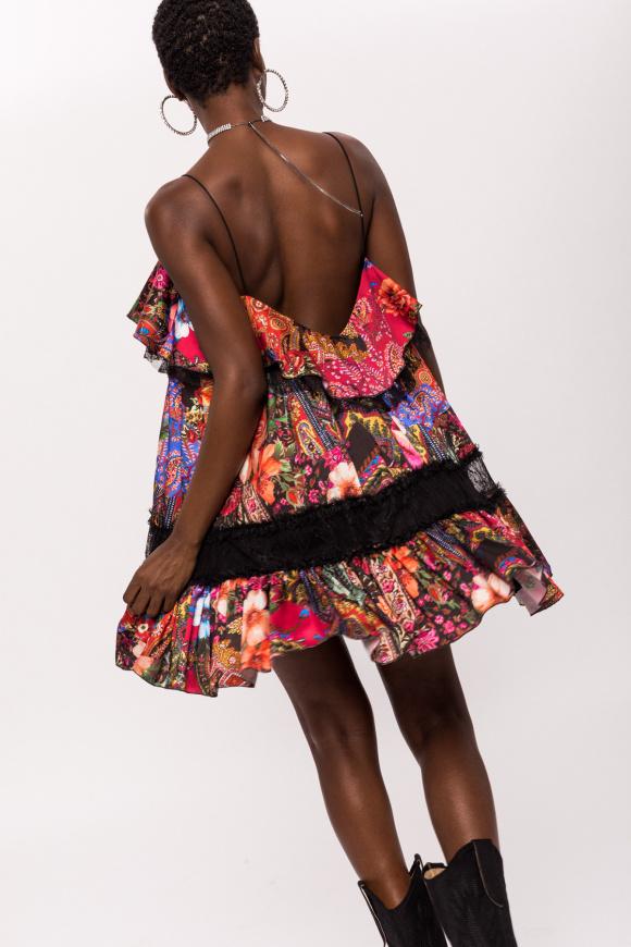 Satynowa sukienka mini z koronkowymi wstawkami