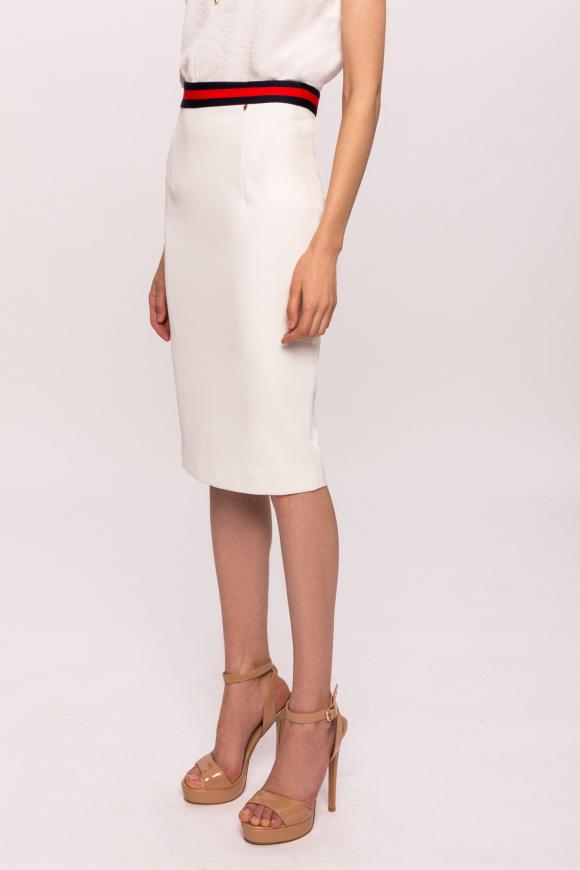 Obcisła spódnica z kontrastowym pasem w talii