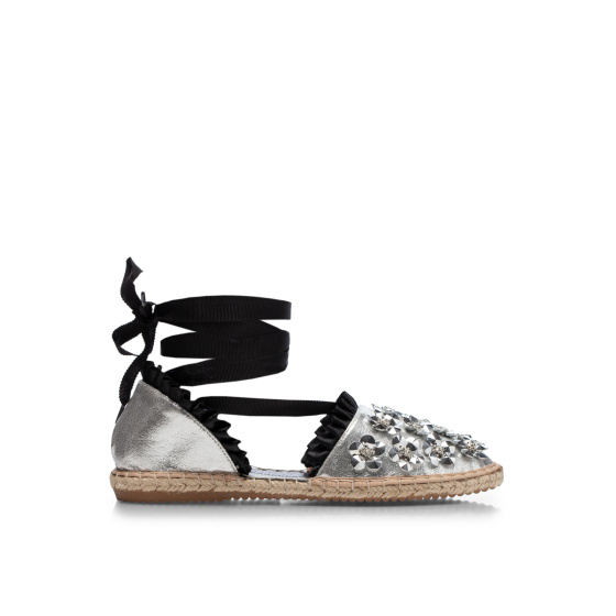 Espadrilles with 3D flower applications