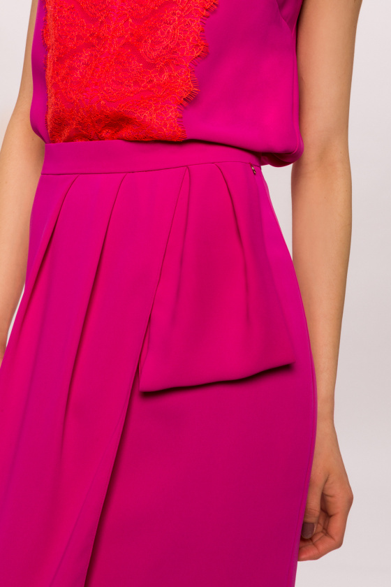 Midi skirt with detail in the waist