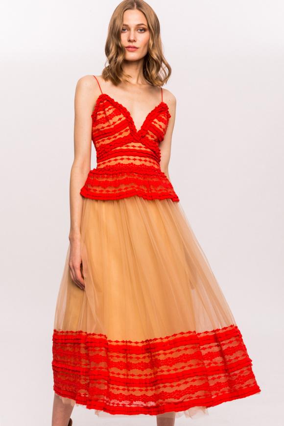 Elegancka sukienka midi z koronkowymi aplikacjami