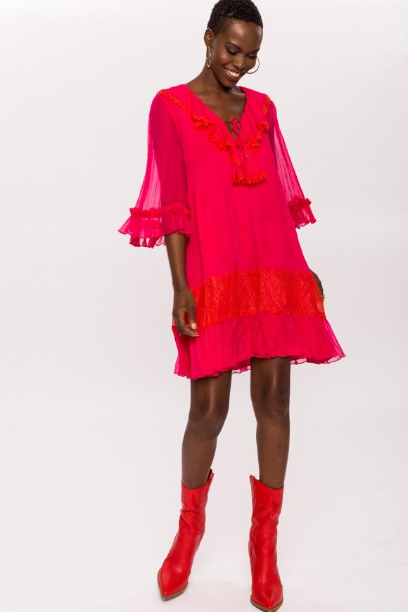Jedwabna sukienka z dekoltem w szpic
