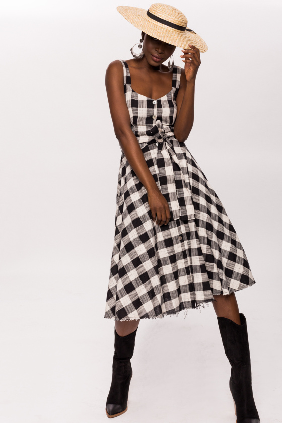 Plaid dress, buttons and waistband