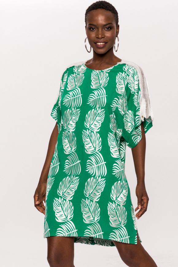 Krótka wiskozowa sukienka z frędzlami na ramionach