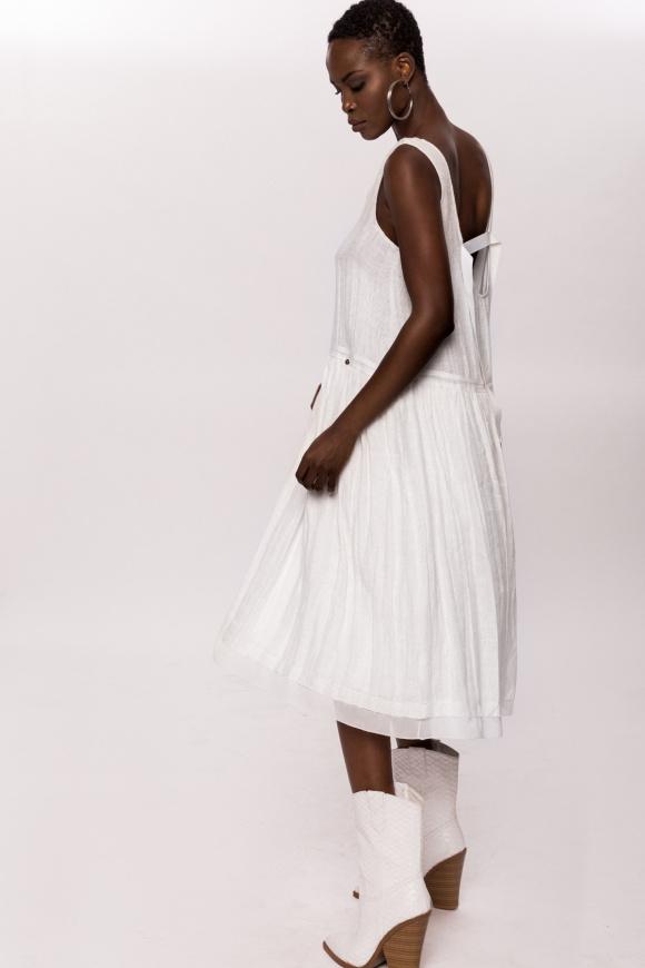 Lniana sukienka z detalami z tyłu