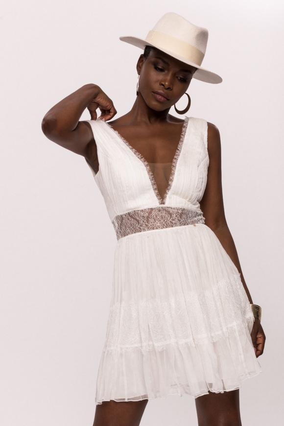 Jedwabna sukienka z koronkowymi wstawkami