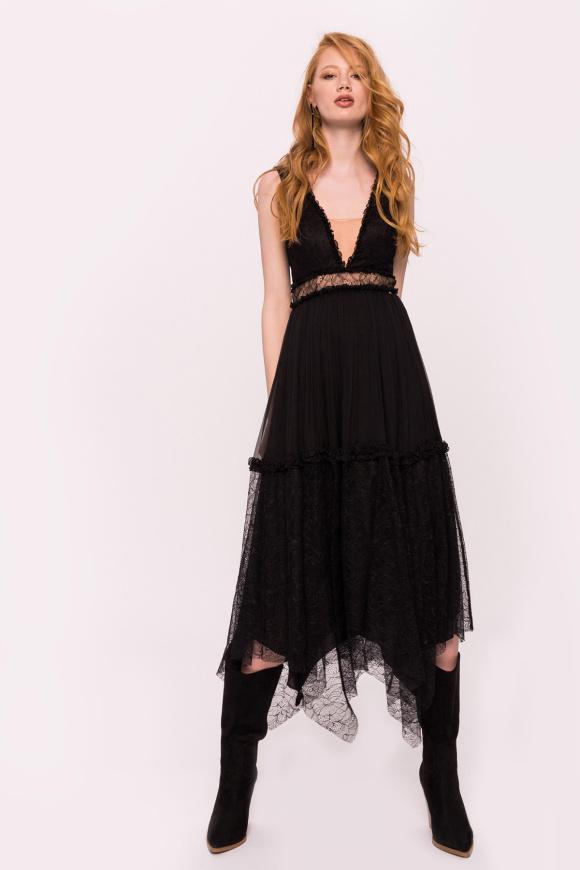 Jedwabna asymetryczna sukienka z koronkowymi detalami