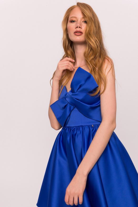 Satynowa sukienka z wstawkami z tiulu