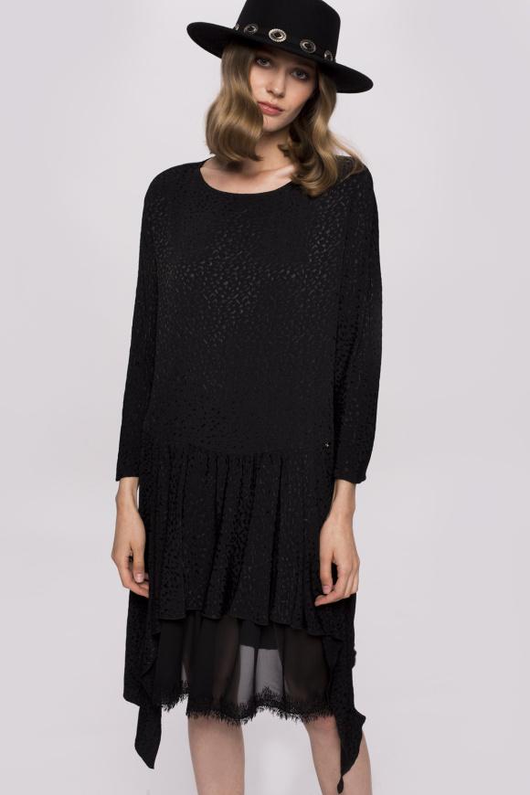Asymetryczna sukienka z koronkowymi wstawkami