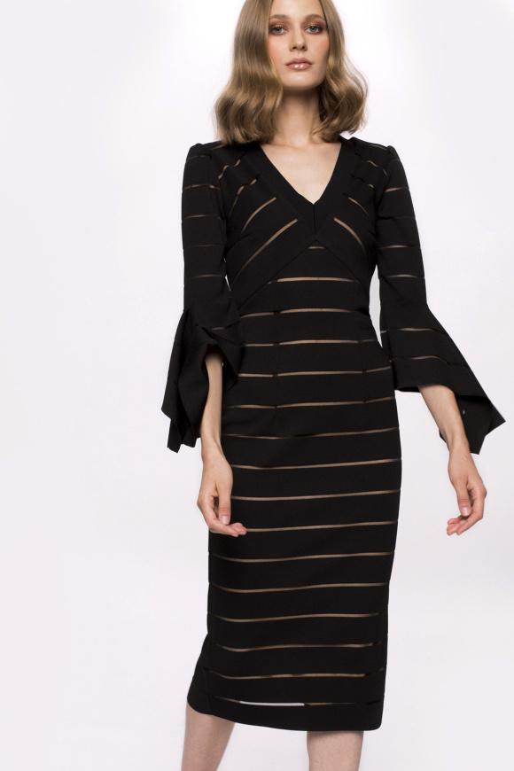 Dopasowana sukienka z asymetrycznymi rękawami i dekoltem w szpic
