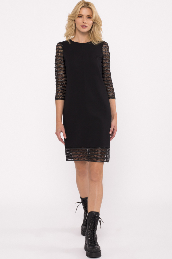 See-trough lace sleeves dress