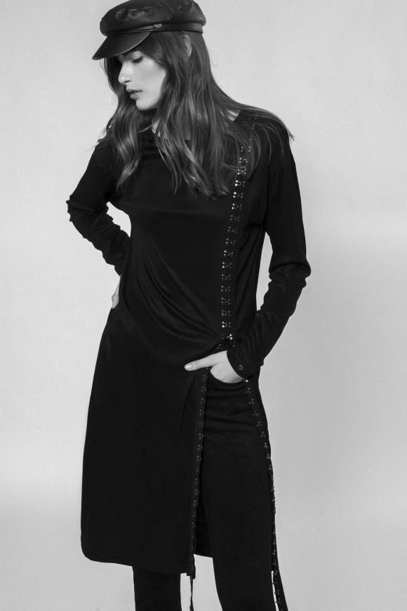 Asymetryczna sukienka z bocznym detalem