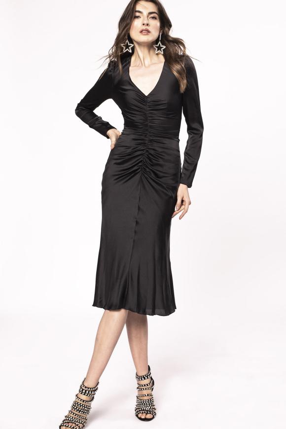 Satynowa sukienka midi z plisami