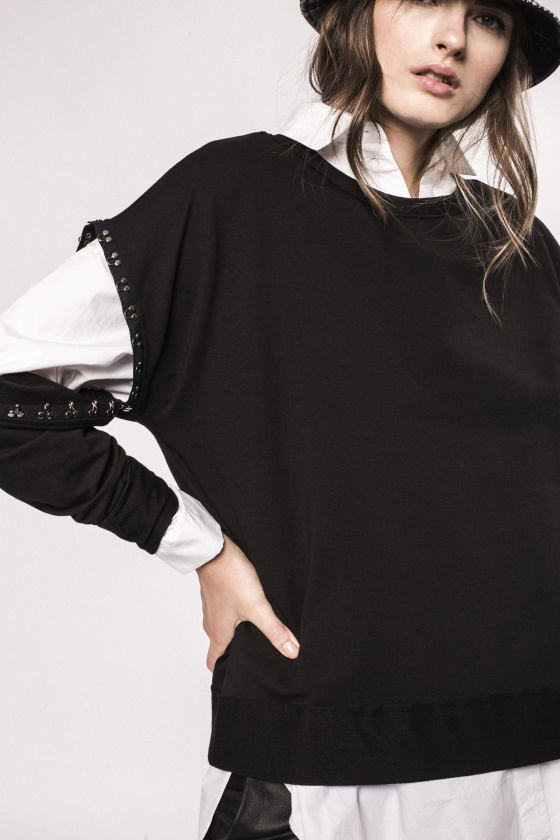 Hook and eye removable sleeves top