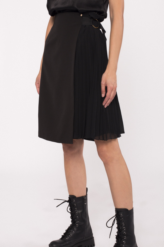 Side detail pleated skirt