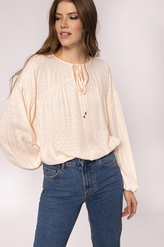 Long sleeves top with V neckline and string detail