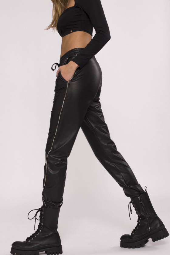 Side detail ecological leather pants
