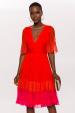 Rozkloszowana sukienka z koronkowymi detalami