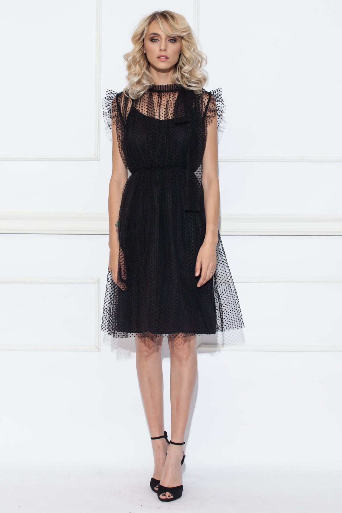 1692d76cbb84d0 Sukienka do kolan z tiulu w kropki | RS8503 | NISSA