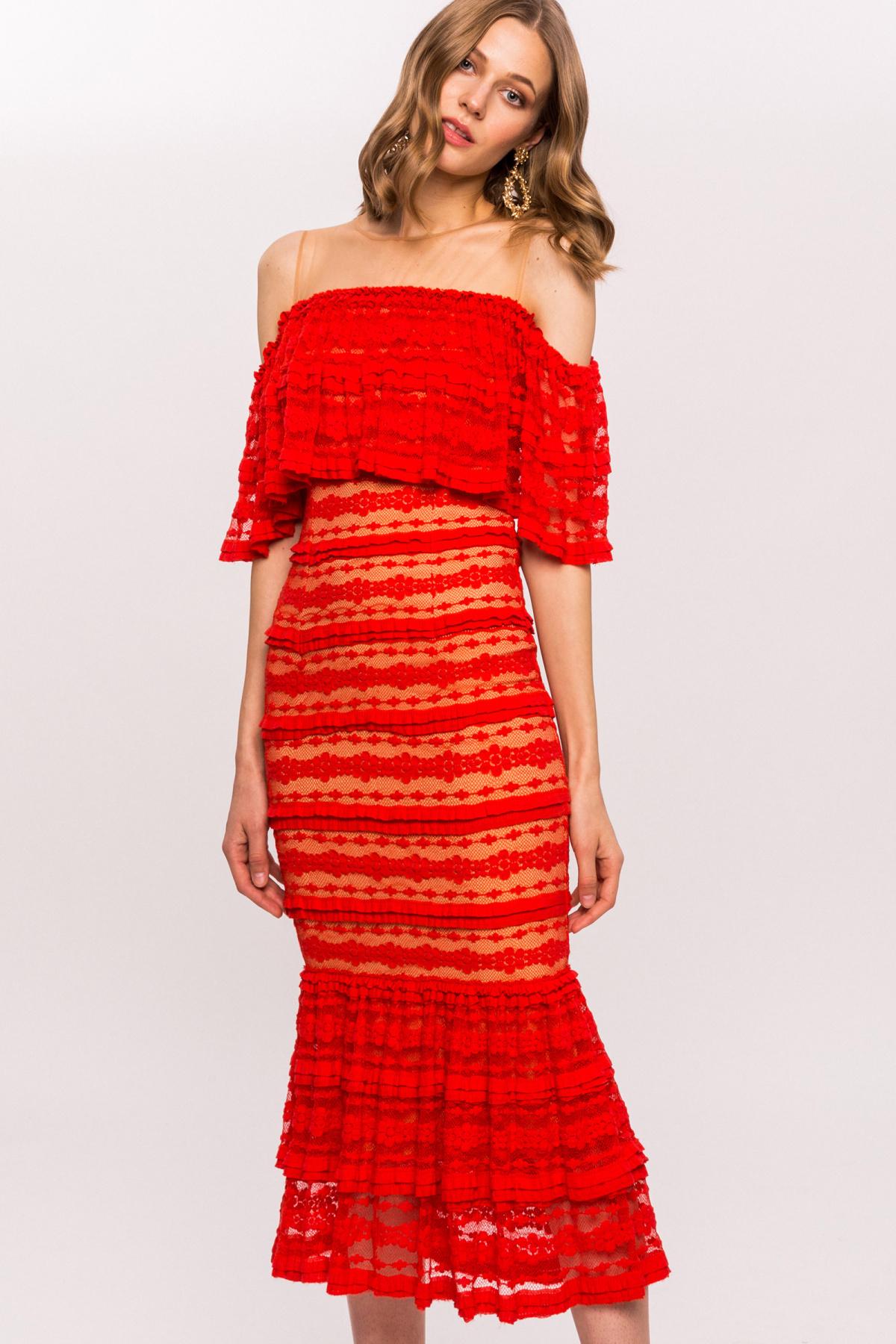 7aa44742 Koronkowa sukienka z odkrytymi ramionami i falbanami | RS10553 | NISSA